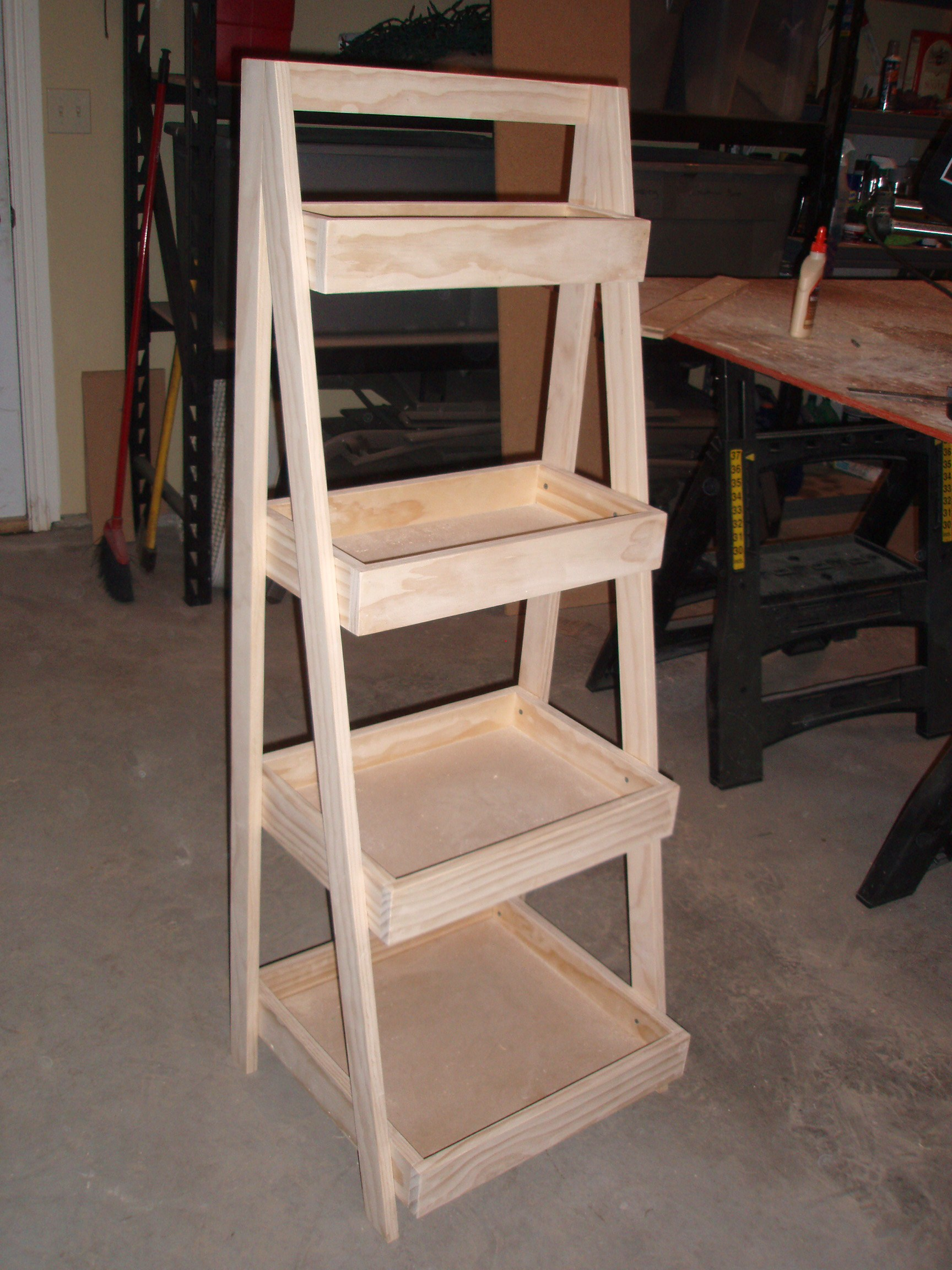 Ana white our new ladder shelf diy projects for Build ladder shelf plans