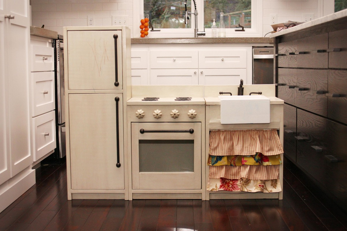 22 Best Images About Play Kitchens On Pinterest Play Kitchens Diy Play Kitchen And Kid Kitchen