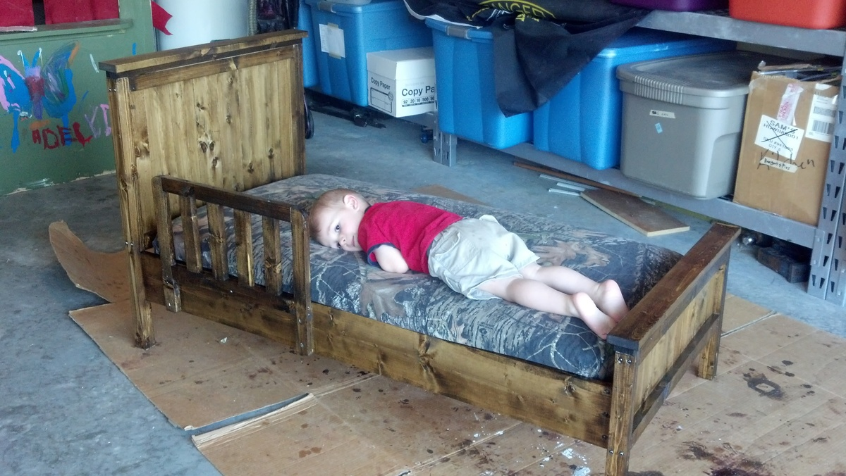 build toddler bed