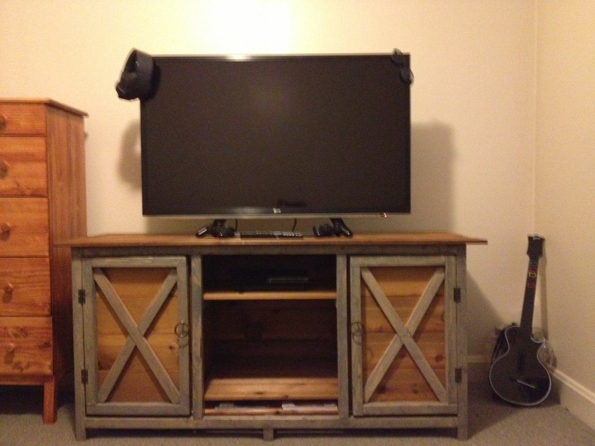 Ana white farmhouse tv stand diy projects for Table tv bois