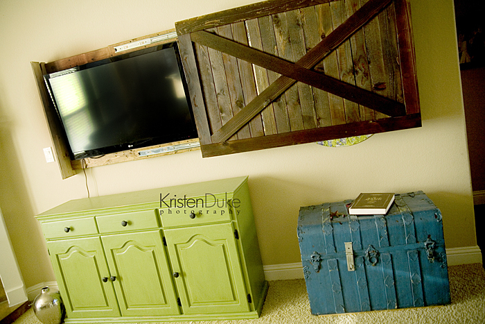 Sliding Barn Door TV Cover 700 x 467