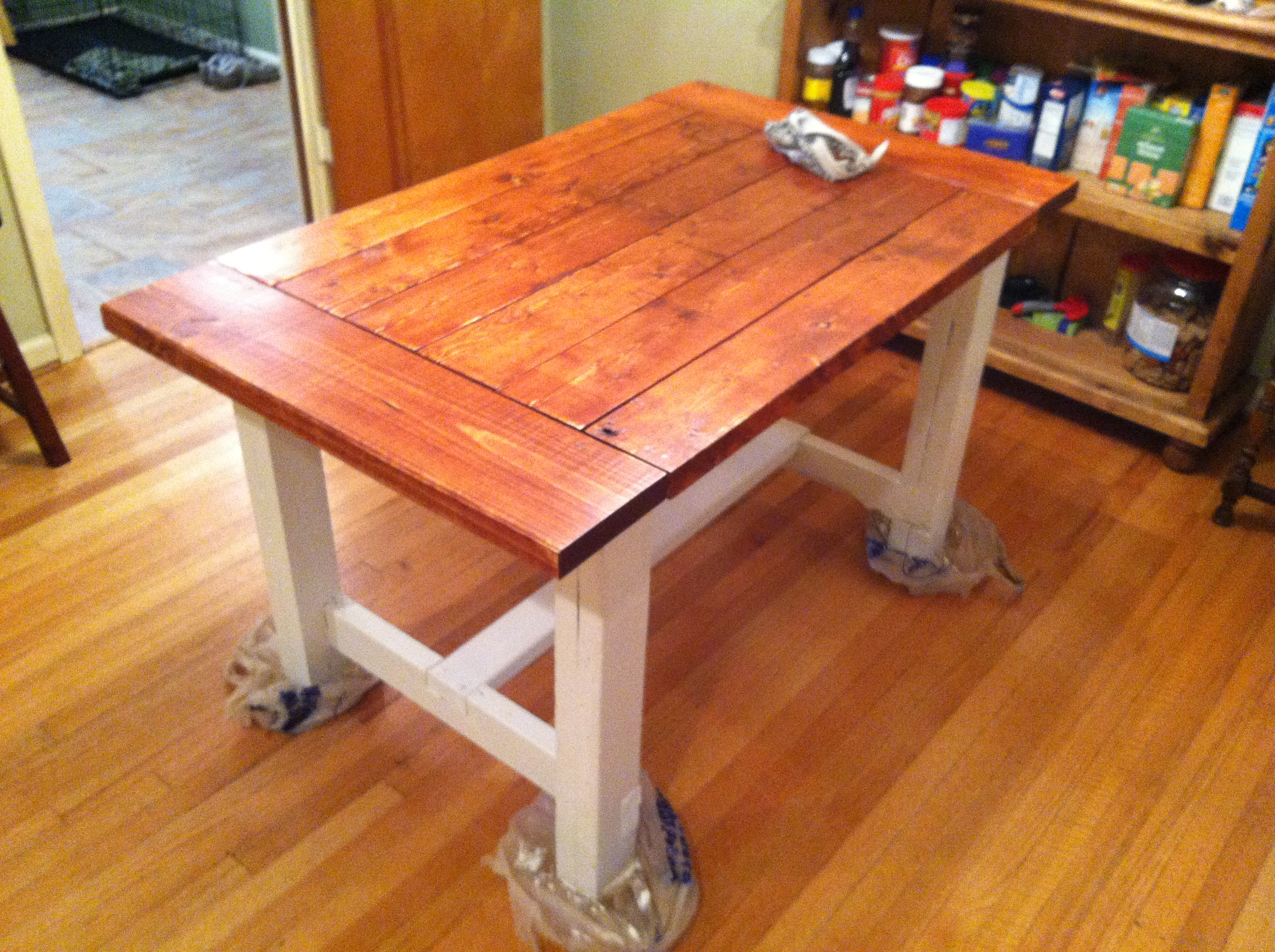 Farmhouse Dining Table - DIY Projects