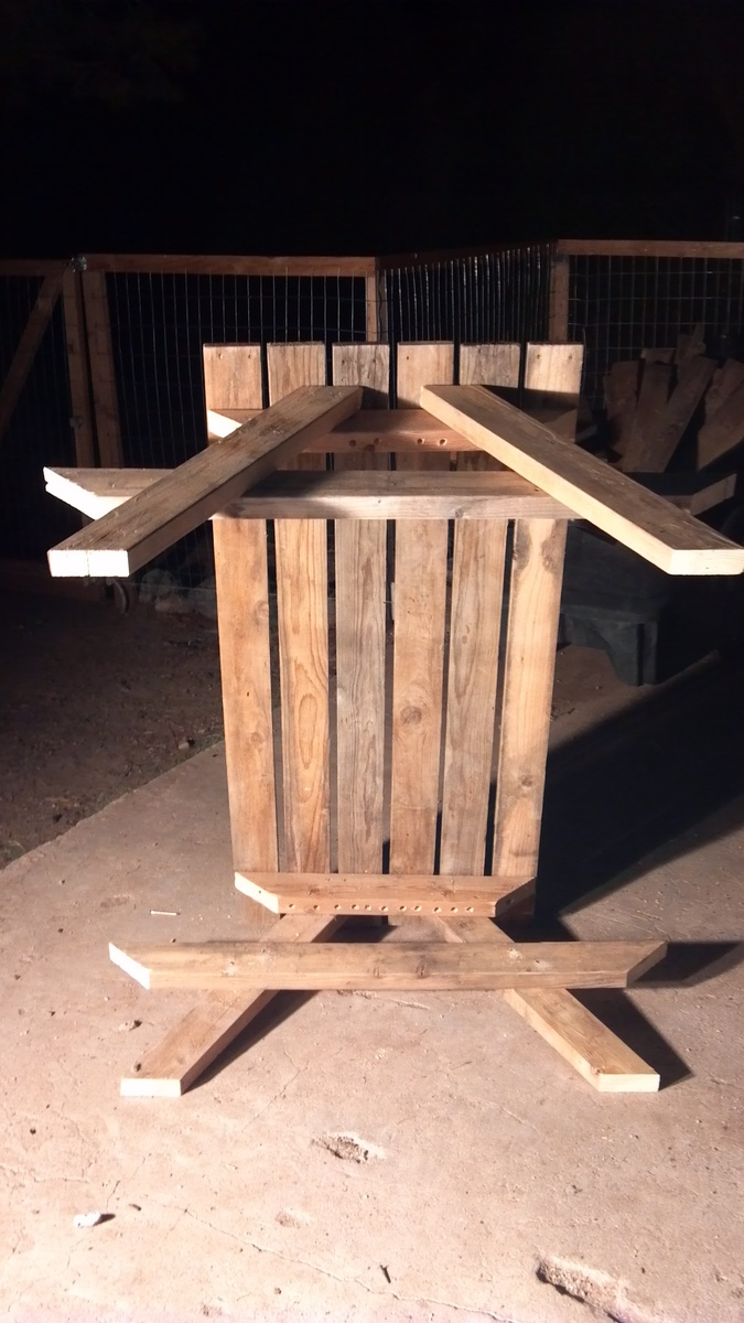 ... build a kid size picnic table out of old recycled pallets - DIY