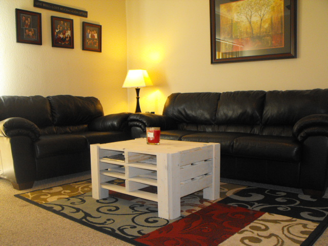 Ana white pallet coffee table diy projects for Muebles con palets paso a paso