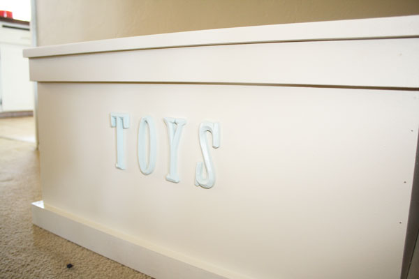 Wood Toy Box Plans http://ana-white.com/2011/06/toy-box