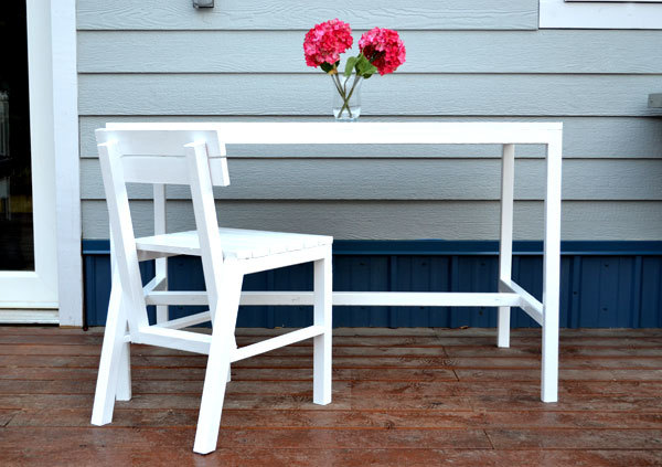 And it s just as easy to build  just as sturdy and solid  and just as fresh  and modern looking   excuse our deck   we are still waking up to frost. Ana White   Harriet Outdoor Dining Chair for Small Modern Spaces