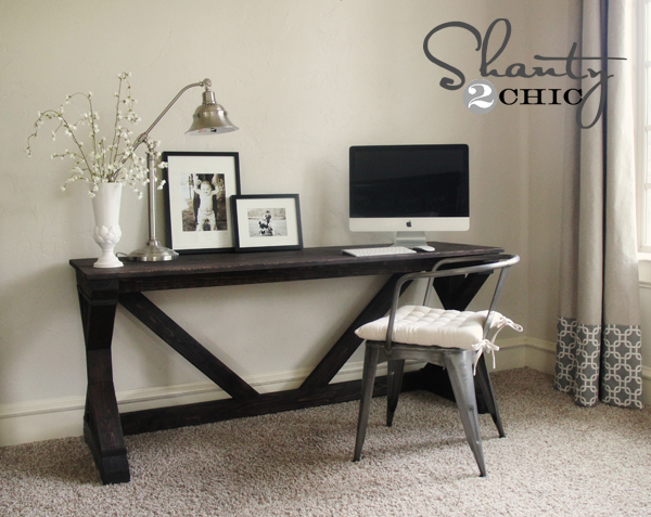 beautiful farmhouse desk made from 2x4s