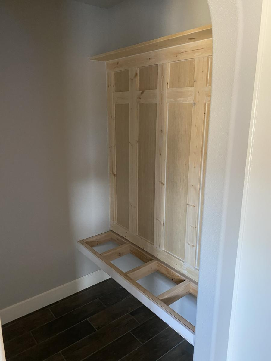 mudroom bench framing
