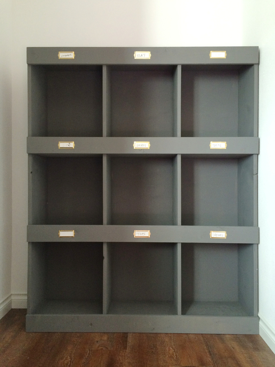 DIY Library bookshelf Plans - 9 big cubbies, easy to make! Plans from ...