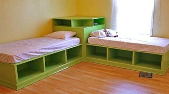 green twin beds with corner unit